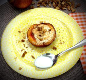 Pêssegos assados com iogurte e mel de rosmaninho - Blog da Spice