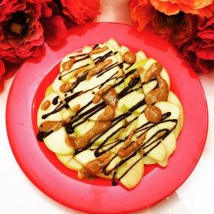 Carpaccio de maçã com fios de chocolate e manteiga de amendoim - Blog da Spice