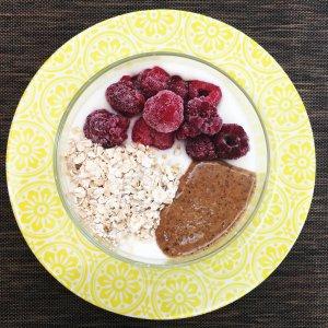 Iogurte com framboesas, aveia e manteiga de avelã - Blog da Spice