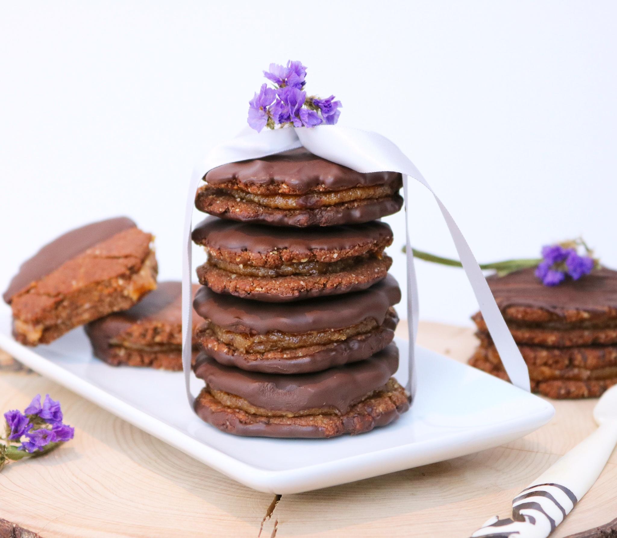 Bolachas Rústicas de Chocolate com Recheio de Caramelo - Vegan