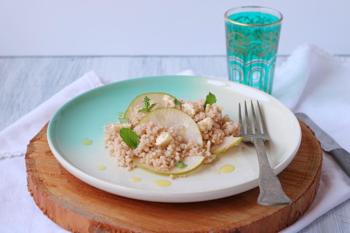 Couscous de espelta com carpaccio de pêra e queijo feta - Blog da Spice