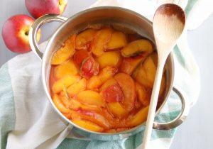 Pêssegos em calda de lúcia-lima - Blog da Spice