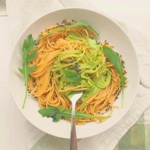 Massa com pesto de abacate e rúcula - Blog da Spice
