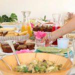 Mesa com comida em evento