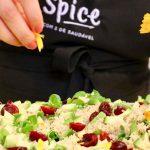 Preparação de comida em evento do Blog da Spice