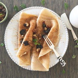 Crepes de espelta com cerejas secas e nozes banhoffee - Blog da Spice
