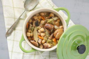 Estufado grão, castanhas, cogumelos